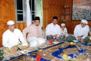 Bupati dan Wakil bersilaturrahmi dengan Alm. KH. Syamsyuni di Nagara