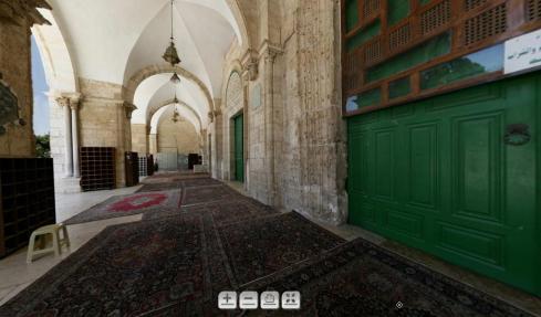 Pintu Utama Masjid Al Aqsha (Berwarna Hijau)