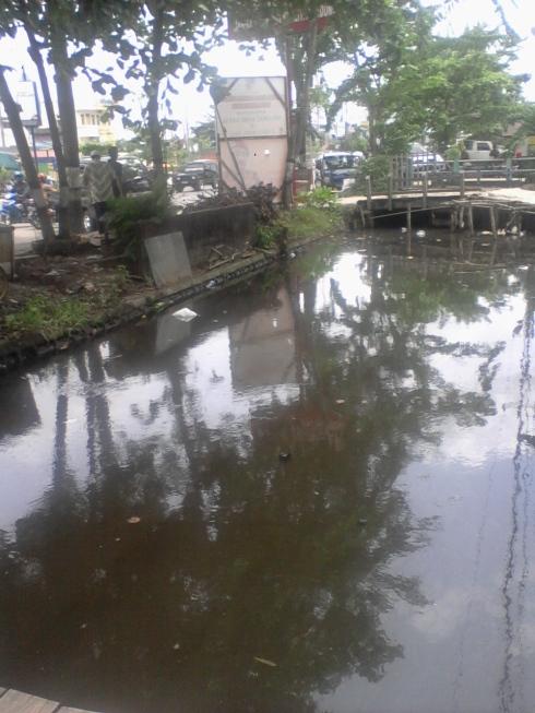 Air di Pinggiran Jalan Banjarmasin