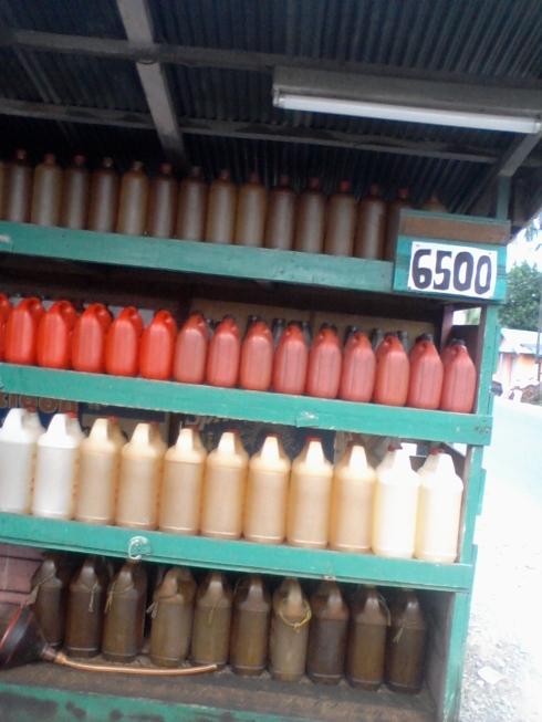 Warung Bensin Eceran (Pertamini) masih bebas jualan di Kab. HST dengan harga jual sekitar Rp. 5.500 - Rp. 6.500,