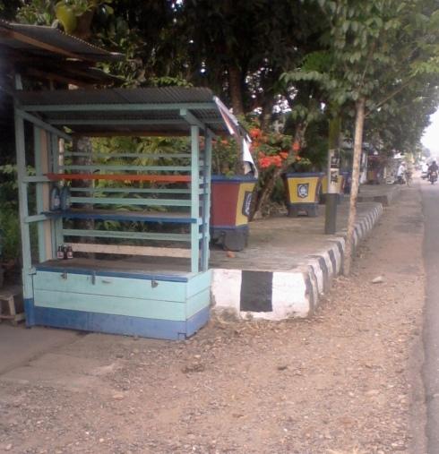 Warung Bensin Eceran (Pertamini) di Daerah Kandangan, Kab HSS yang dilarang jualan terpaksa tutup.
