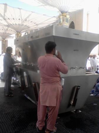 Tempat iar Zam-Zam yang berbeda yang ada di Masjid Nabawi, Madinah